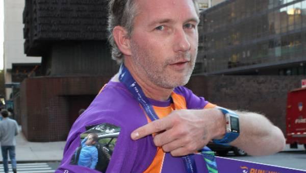 Ambassadeur Utrecht, Jeroen Kooijman, inzetten voor goed doel, KiKa, Run for KiKa Marathon, gefinisht, medaille, oranje paars KiKa shirt