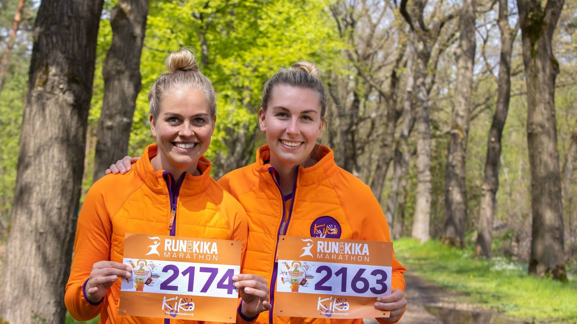 Deelnemers met startbewijs voor Run for KiKa Marathon Veluwe.