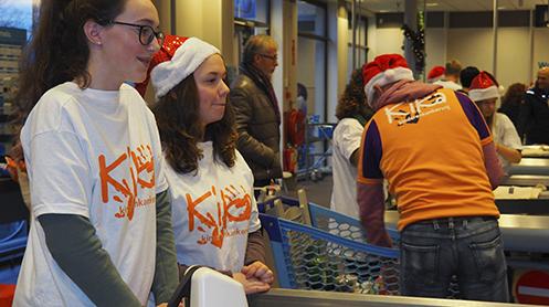 Afbeelding van een boodschappen inpak dag, een actie voor KiKa. Wil jij als deelnemer of vrijwilliger van Run for KiKa tips, tools en downloads om zelf boodschappen inpakken voor het goede doel? Klik dan op de afbeelding